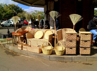 african-basketry-and-curios-market-at-ascot-bulawayo-city-of-kings-photo-taken-in-june-2016_t20_09P2o2